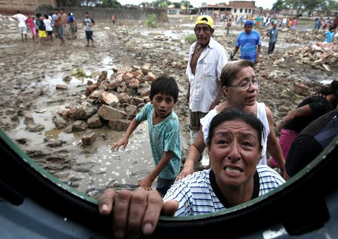 Desesperados por hambre y falta de agua potable