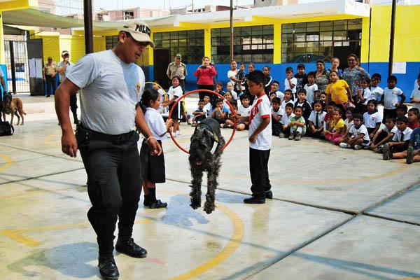 Comisaría de Ingunza realiza acción cívica en colegio del Callao