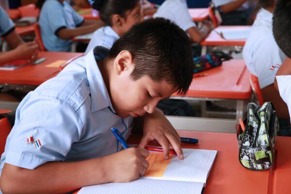 Escolares accederán a mil becas de formación técnica
