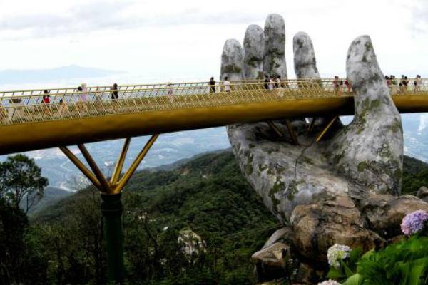 Vietnam: El impactante puente que atrae a los turistas [VÍDEO]