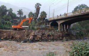 Maquinaria del MTC reforzará puente en Chaclacayo