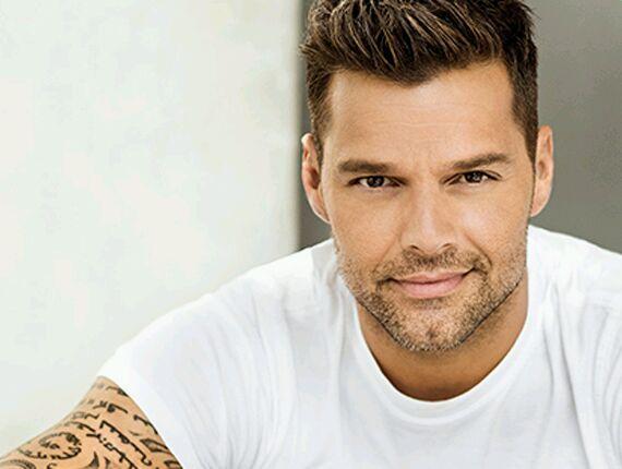 Ricky Martin se luce en ropa de baño en España