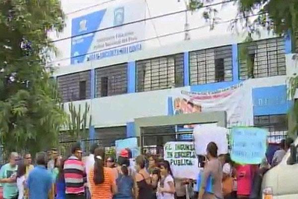 Padres de familia denuncian cobros indebidos en colegio de la Policía