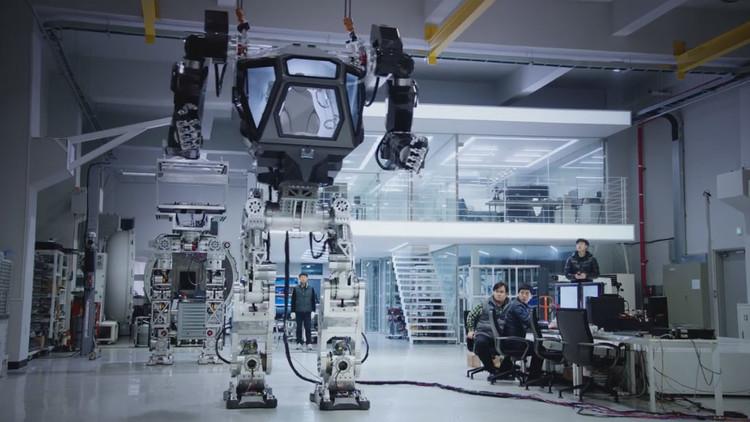 Desarrollan un gigantesco robot andador tripulado en Corea del Sur (video)
