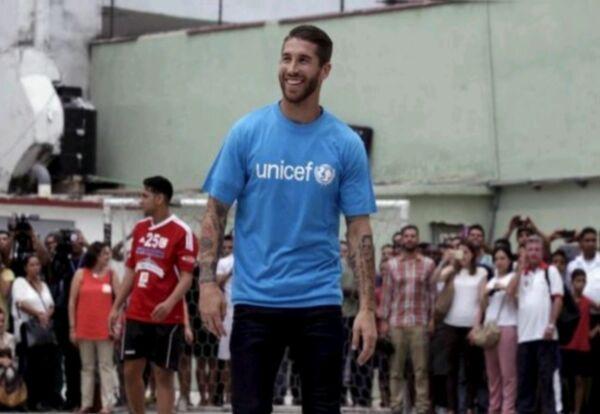Sergio Ramos está en Perú ayudando a damnificados