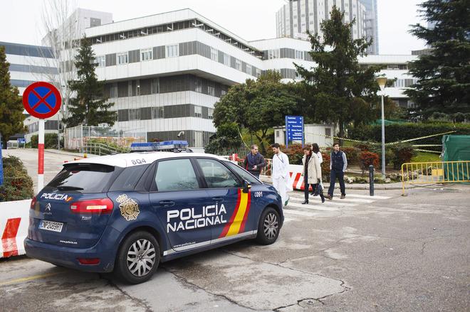 Hombre con su bebé se suicida en hospital de Madrid