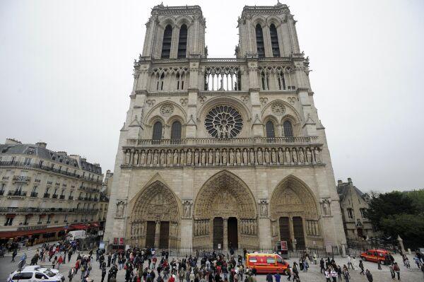 París: Tiroteo frente a la catedral de Notre Dame deja un herido