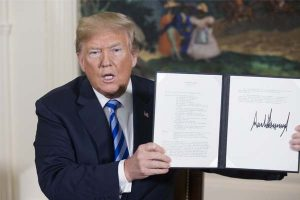 "Trump rompe ""horrible"" pacto nuclear con Irán"