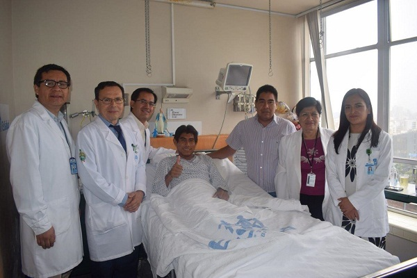 Realizan primer trasplante de riñón con donante vivo