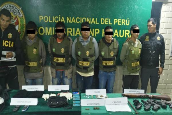 Apresan a cinco pistoleros y frustran asalto a banco