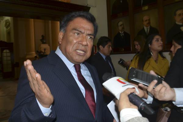 Velásquez Quesquén: «El fujimorismo se ha caído por el manejo de la Mesa Directiva»