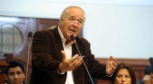 """García Belaunde: """"¡Le pido al ministro que renuncie por incapaz!"""""""