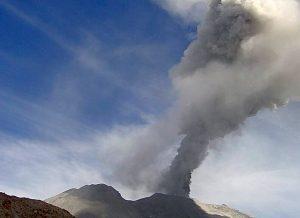 Actividad del Sabancaya afecta turismo en Valle del Colca