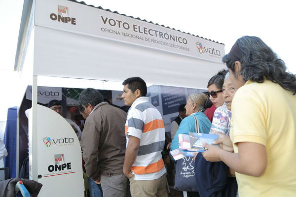ONPE usará voto electrónico en elecciones municipales y regionales