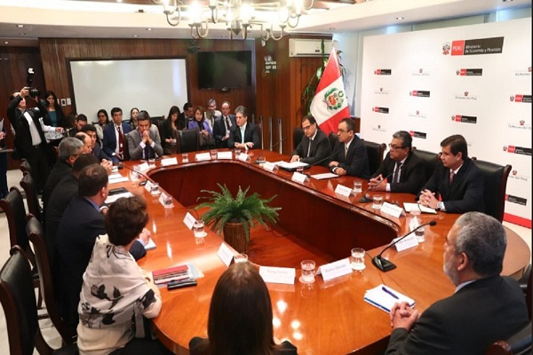 Mesa reúne a 15 gremios y el Estado