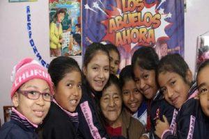 """Midis: Escolares ganan concurso """"Los Abuelos Ahora"""" con poemas y cuentos en lenguas indígenas"""