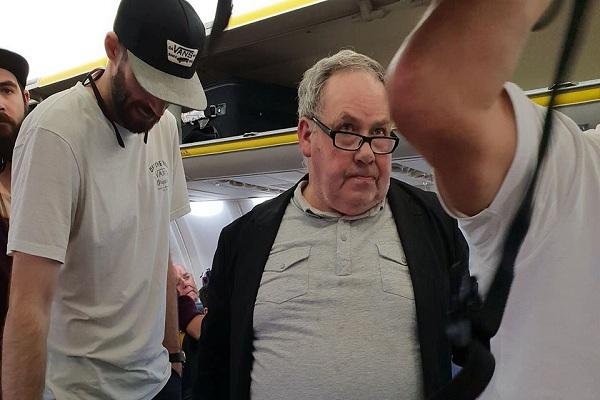 Ryanair: La vetada aerolínea que no protegió a pasajera de violento ataque racista [VÍDEO]