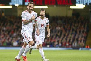 España aplasta a Gales (4-1) con un endiablado Paco Alcácer