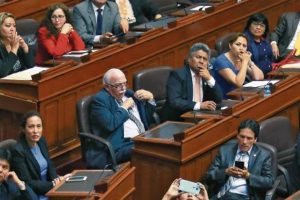 20 parlamentarios podríandesertar de Fuerza Popular