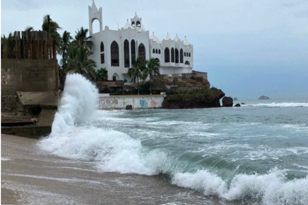 Huracán Willa en categoría 4 y acecha a México