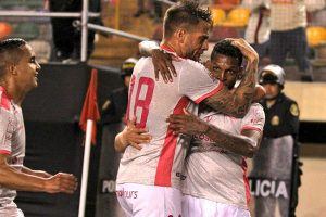 "La ""U"" le da vuelta a Sporting Cristal (2-1) en el Monumental"