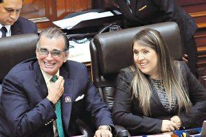 'IL CAVALIERI' Y LA CHICA 'FASHION' YENI