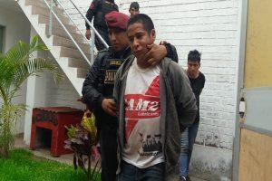 Asaltan almacén de zapatos y secuestran a una familia