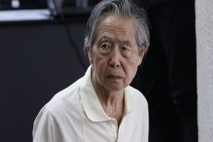 Fujimori seguirá hospitalizado