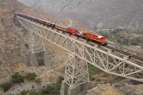 Bolivia defiende su tren bioceánico