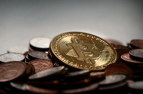 Bitcóin retrocede un 16% y agrava su estado en Wall Street