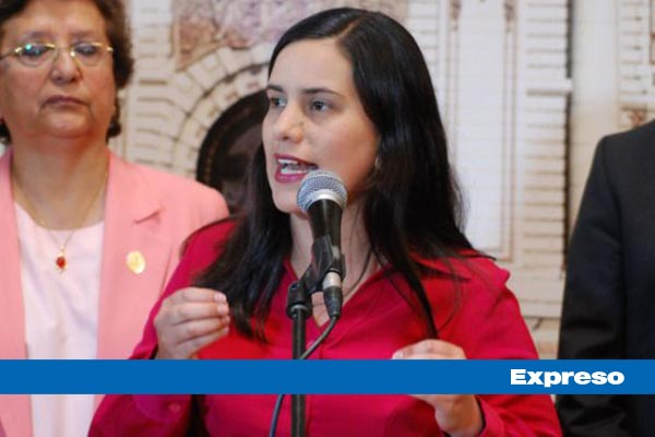 Verónika Mendoza: «Son tan miserables que no les importa mentir y desinformar»