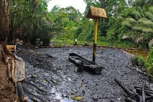 Impiden a Petroperú detener fuga de petróleo