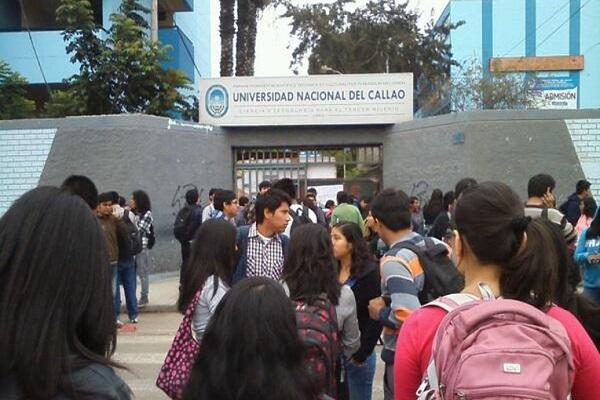Universidad del Callao: Estudiantes duermen en la calle por vacantes [VÍDEO]