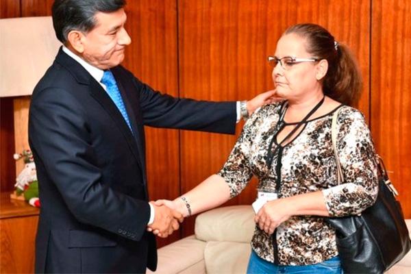 Carlos Morán se reunió con esposa de general PNP denunciado por maltrato