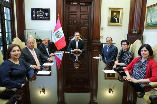 Martín Vizcarra se reunió con integrantes de la Comisión de Reforma Política