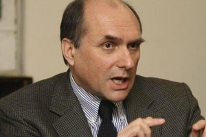 Cuestionan conformación de Comisión de Alto Nivel para la Reforma Política
