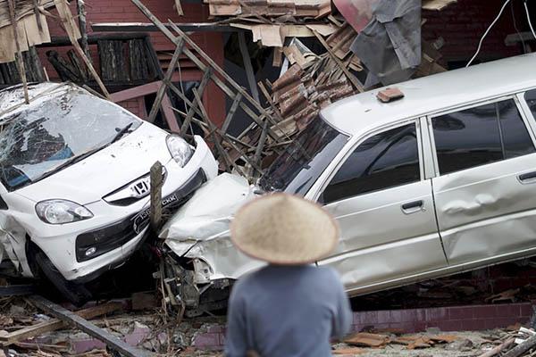 Indonesia: Se eleva a 281 la cifra de muertos por tsunami