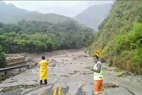 Cusco: Reportan familias desaparecidas y colapso de puentes por huaico