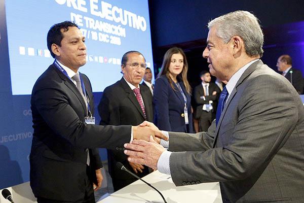 Vizcarra y premier reclutan a gobiernos regionales