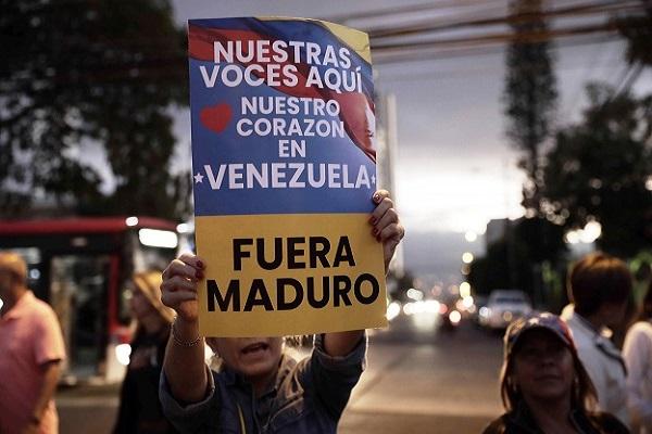 Venezuela: 2 presidentes, 13 muertos y 278 detenidos