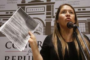 Yeni Vilcatoma denuncia constitucional y penalmente a Vizcarra