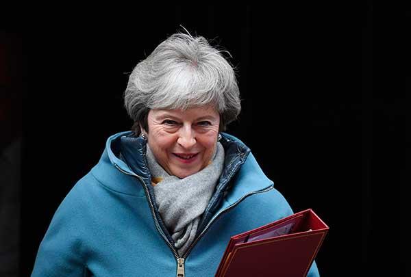 Theresa May busca resolver problema frontera irlandesa