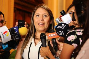 Yeni Vilcatoma anuncia que prepara una moción de vacancia contra Vizcarra