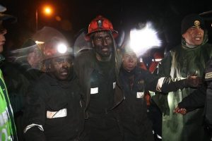 Oyón: Rescatan vivos a los 4 mineros atrapados