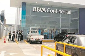 Delincuentes intentan asaltar agencia bancaria en La Molina