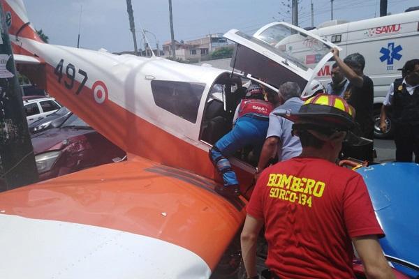 Surco: Avioneta FAP cae en avenida [VÍDEO]