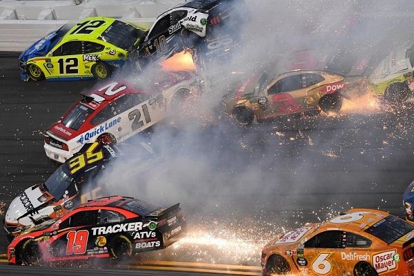 EE.UU.: 500 millas de Daytona con choque de 22 autos [VÍDEO]