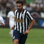 Claudio Pizarro volvería al Perú para alzar el título nacional
