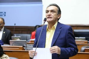 Héctor Becerril pidió licencia temporal a Fuerza Popular