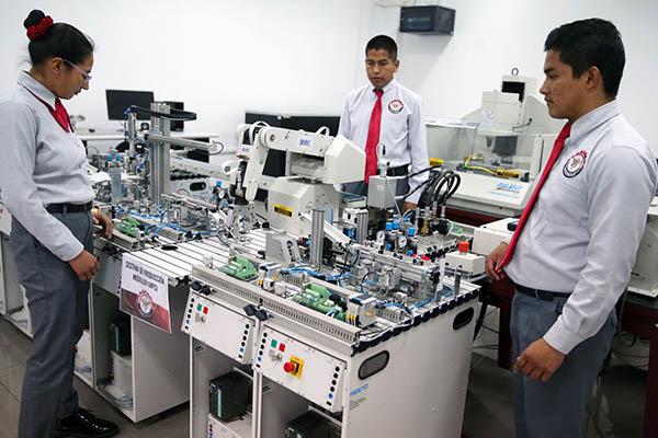 Jóvenes del SMV postularán gratis a carreras técnicas